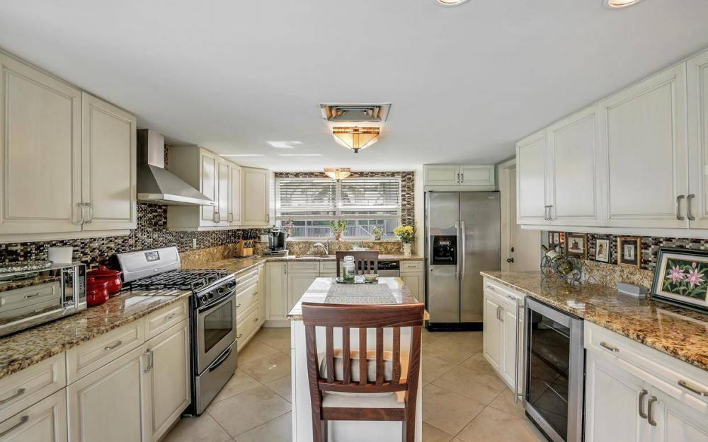 875 Robin Ct, Marco Island - Home For Sale 109357550