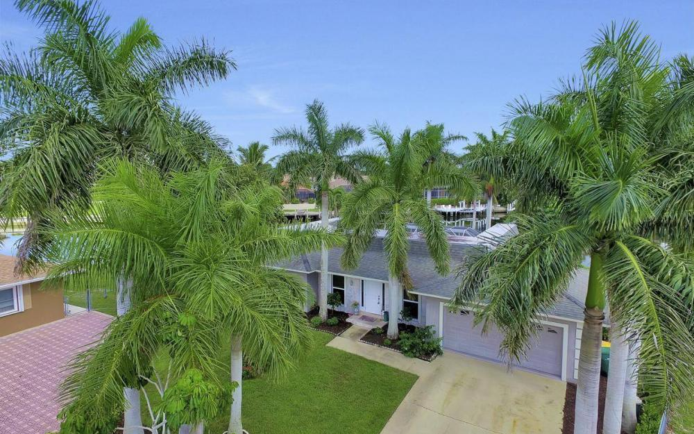 875 Robin Ct, Marco Island - Home For Sale 688516615