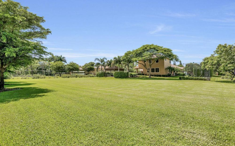 692 Carica Rd, Naples - Home For Sale 3973407
