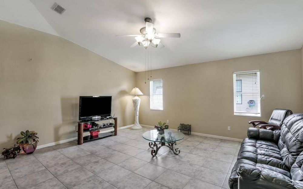 422 NW 39th Ave, Cape Coral - Home For Sale 256230417