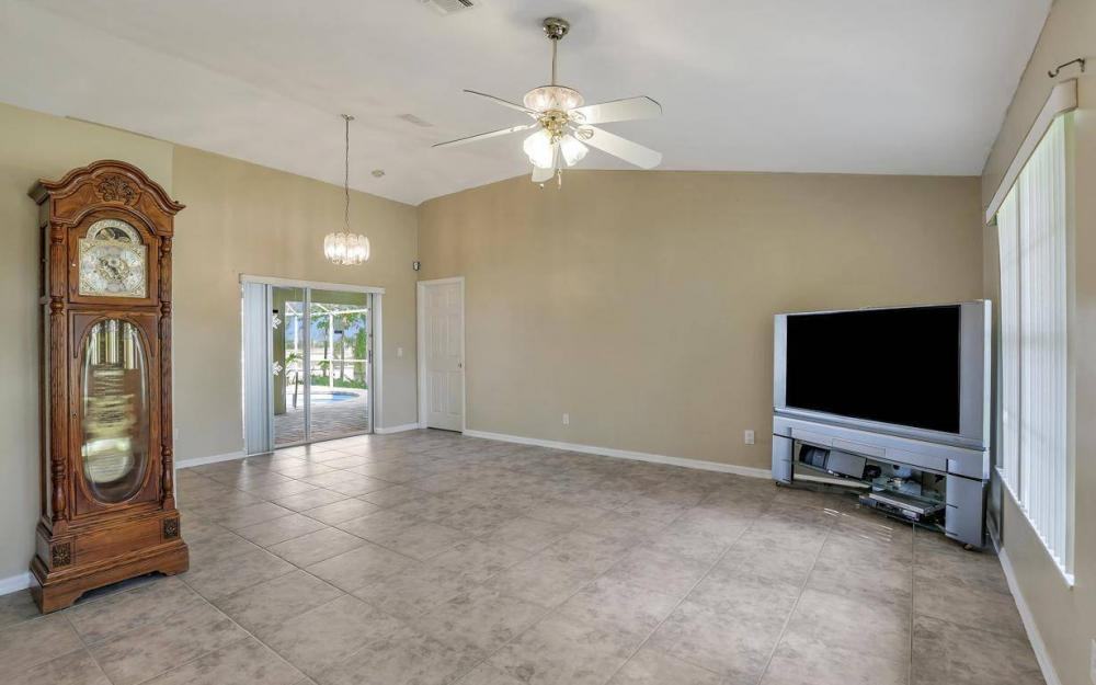 422 NW 39th Ave, Cape Coral - Home For Sale 610217642