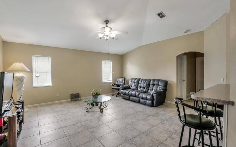 422 NW 39th Ave, Cape Coral - Home For Sale 395483482