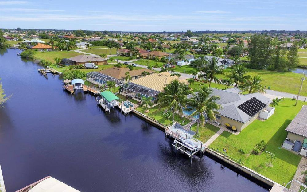 422 NW 39th Ave, Cape Coral - Home For Sale 65659967