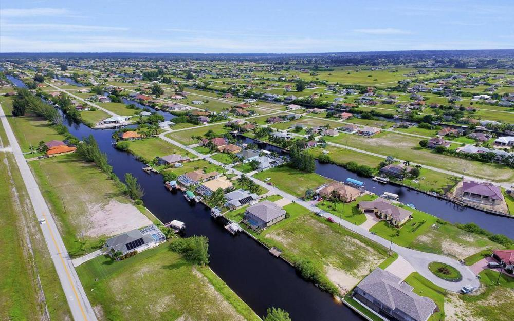 422 NW 39th Ave, Cape Coral - Home For Sale 1587824276