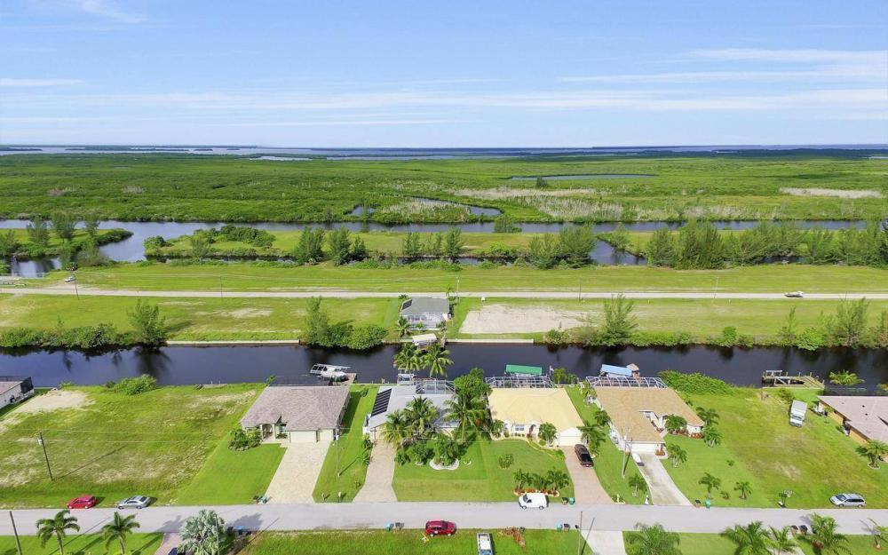 422 NW 39th Ave, Cape Coral - Home For Sale 588986221