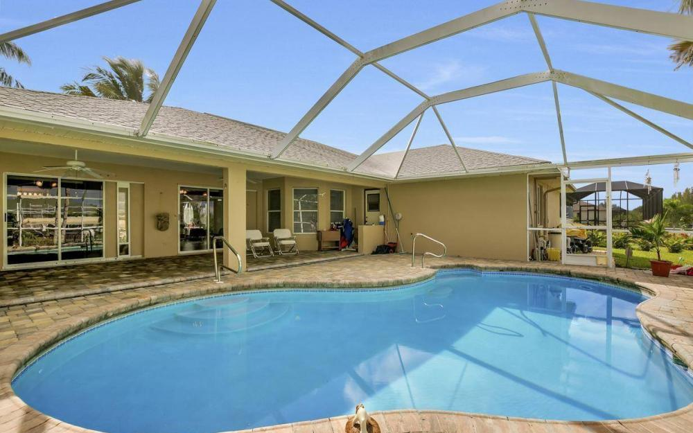 422 NW 39th Ave, Cape Coral - Home For Sale 183925177