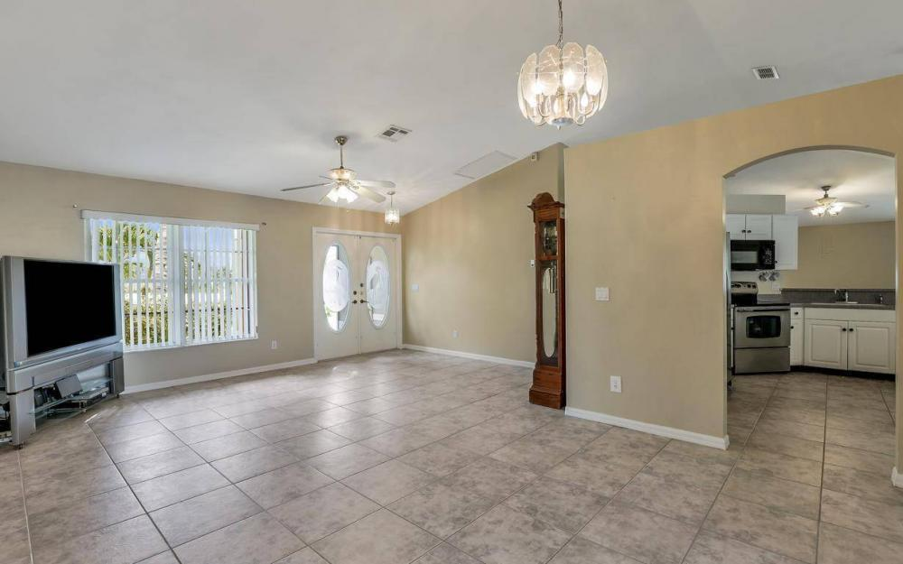 422 NW 39th Ave, Cape Coral - Home For Sale 3618598