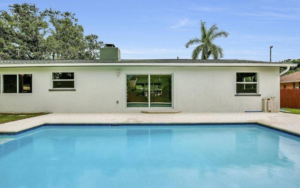 1260 Biltmore Dr, Fort Myers - Home For Sale 758100022