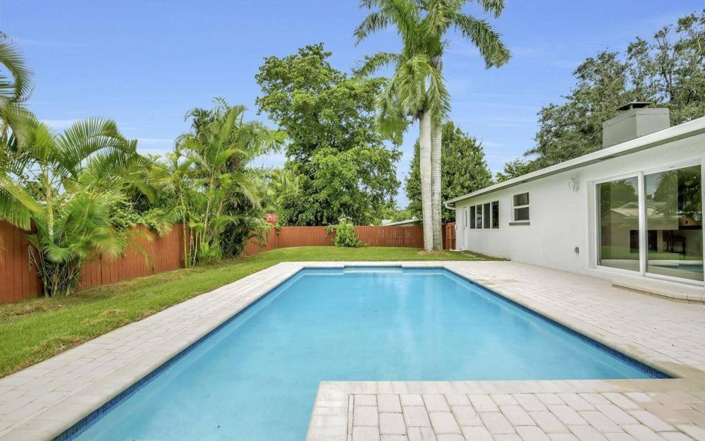 1260 Biltmore Dr, Fort Myers - Home For Sale 1203056405