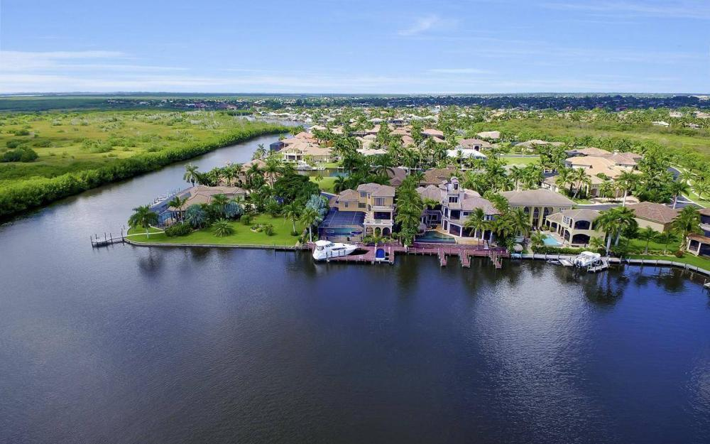 5807 Staysail Ct, Cape Coral - Estate Home For Sale 970163875