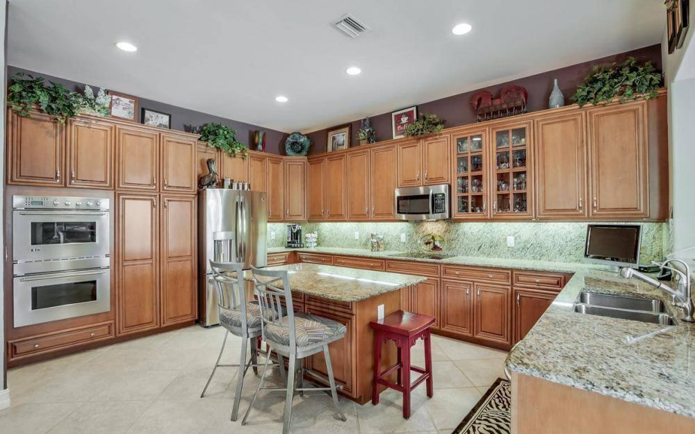 9913 Bellagio Ct, Fort Myers - Home For Sale 242172082