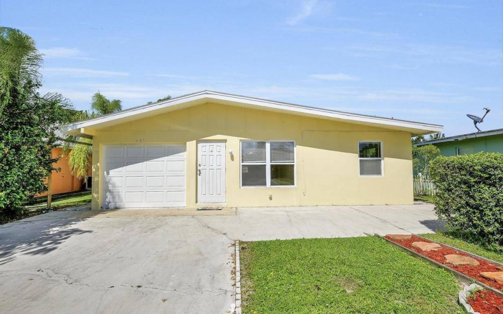 681 97th Ave N, Naples - Home For Sale 61881689