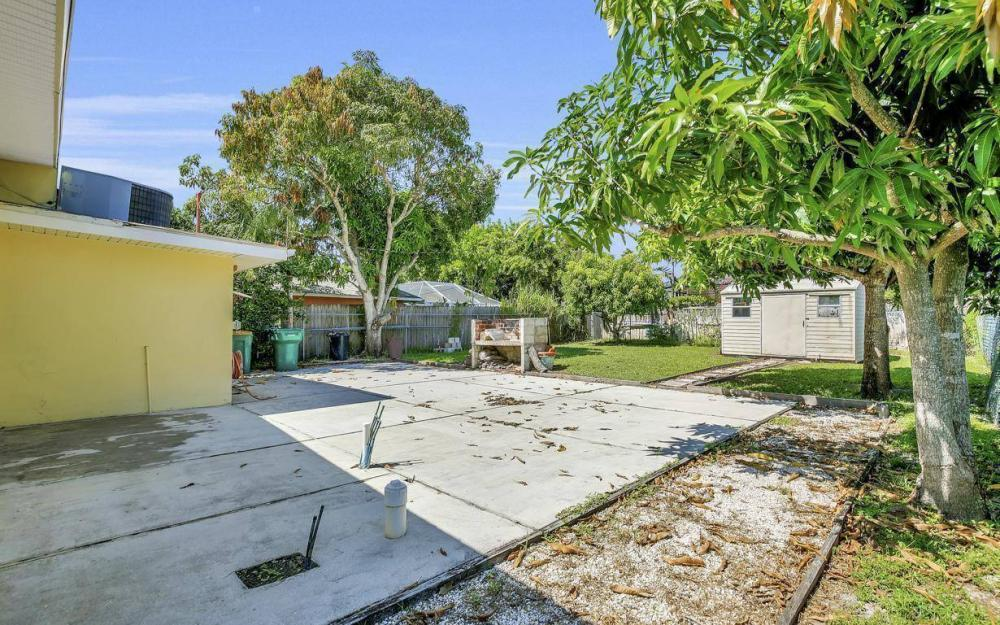 681 97th Ave N, Naples - Home For Sale 255778007