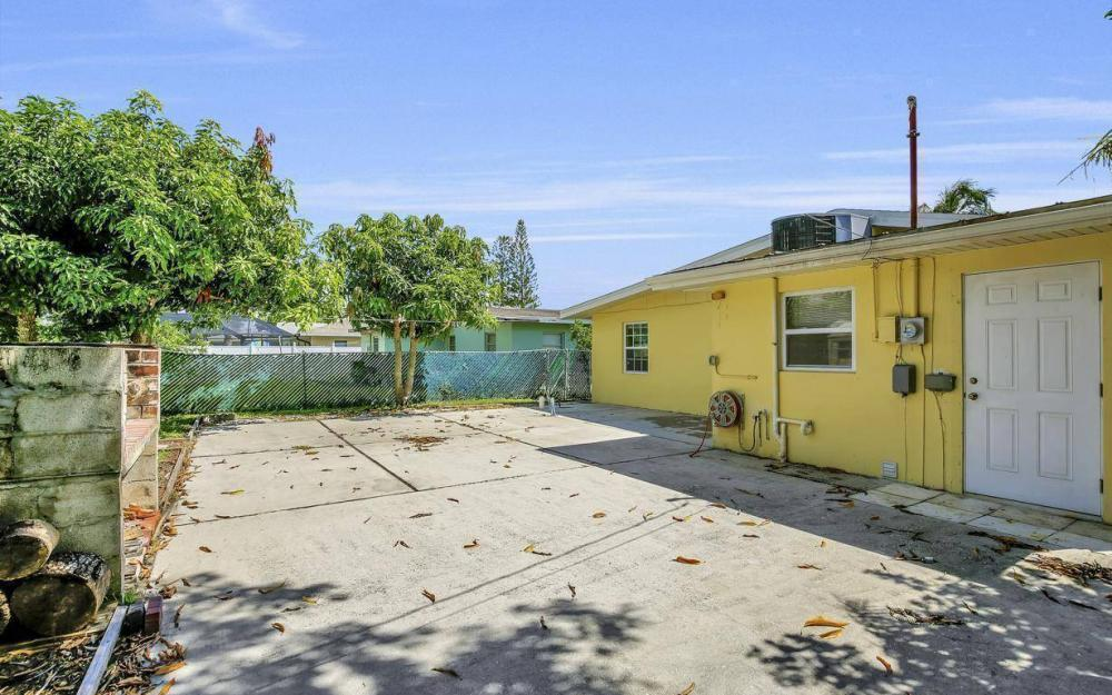 681 97th Ave N, Naples - Home For Sale 814418364