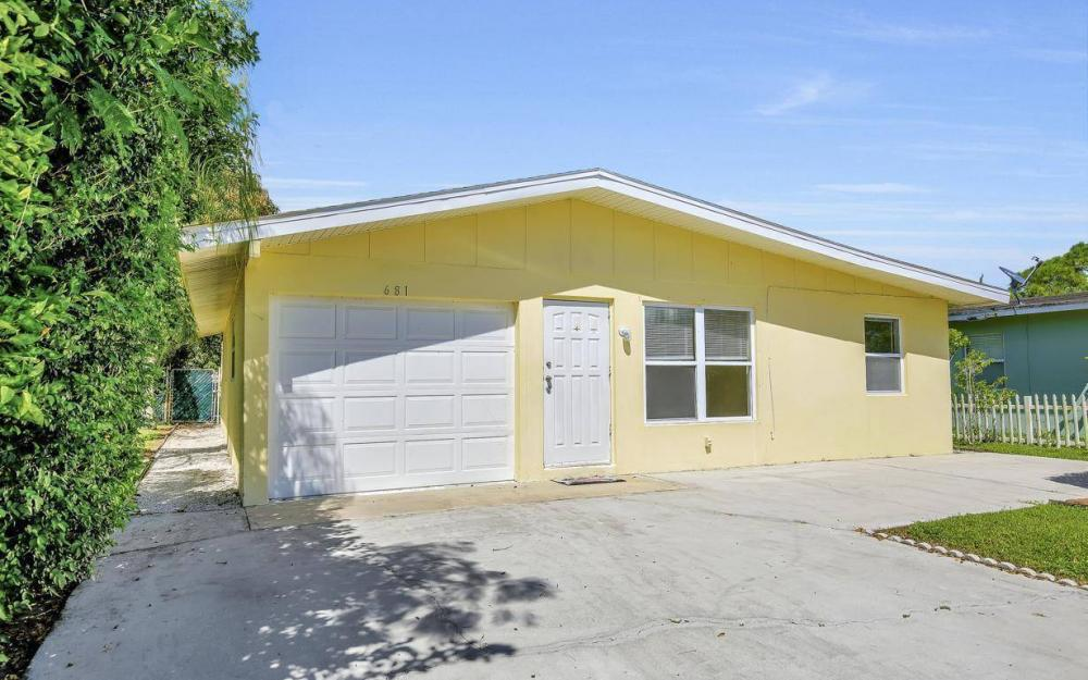 681 97th Ave N, Naples - Home For Sale 1166563815