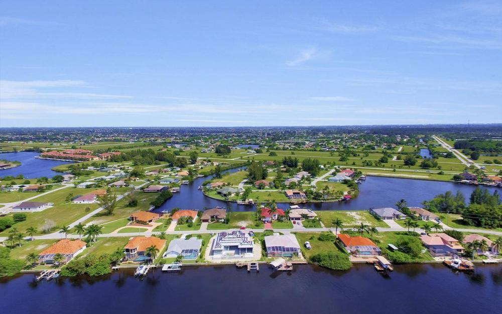 405 SW 33rd Ave, Cape Coral - Home For Sale 135370826