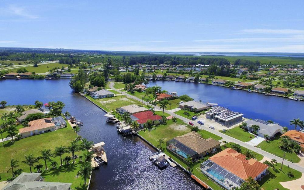 405 SW 33rd Ave, Cape Coral - Home For Sale 993704868