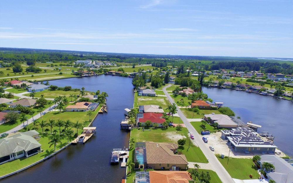 405 SW 33rd Ave, Cape Coral - Home For Sale 330785187