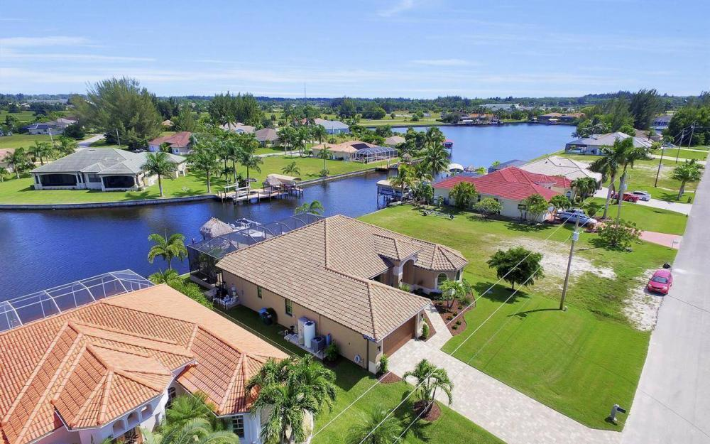 405 SW 33rd Ave, Cape Coral - Home For Sale 1196809407