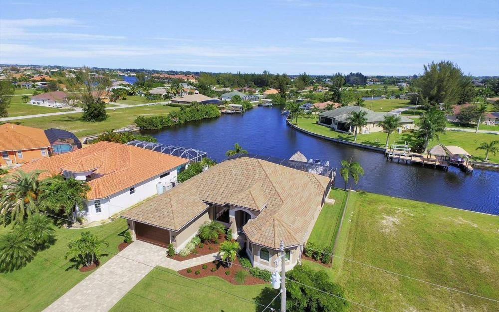 405 SW 33rd Ave, Cape Coral - Home For Sale 1918618647