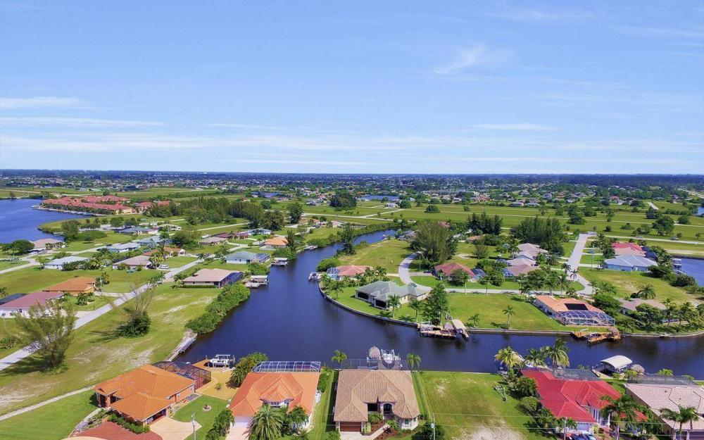 405 SW 33rd Ave, Cape Coral - Home For Sale 1101755012