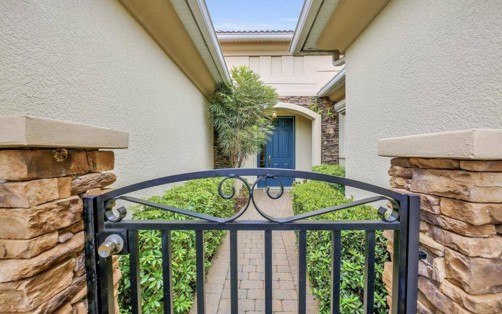 10539 Bellagio Dr, Fort Myers - Home For Sale 652562374