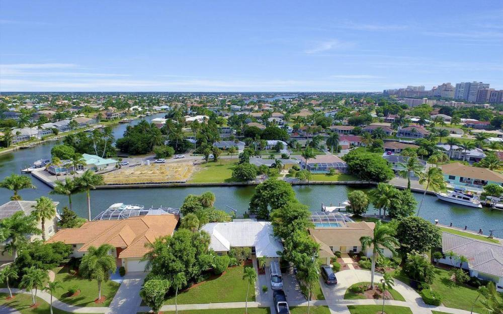 829 Saturn Ct, Marco Island - Home For Sale 285547309
