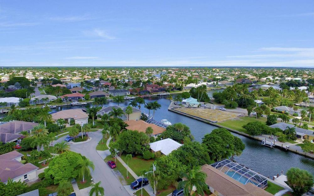 829 Saturn Ct, Marco Island - Home For Sale 1057347062