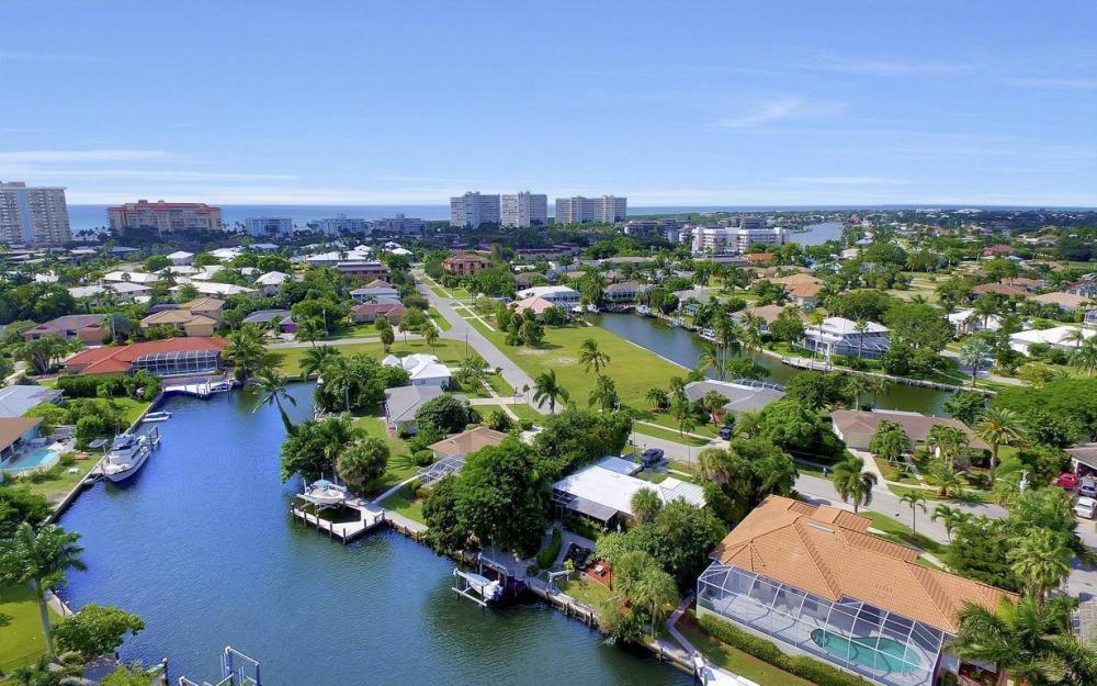 829 Saturn Ct, Marco Island - Home For Sale 837579430