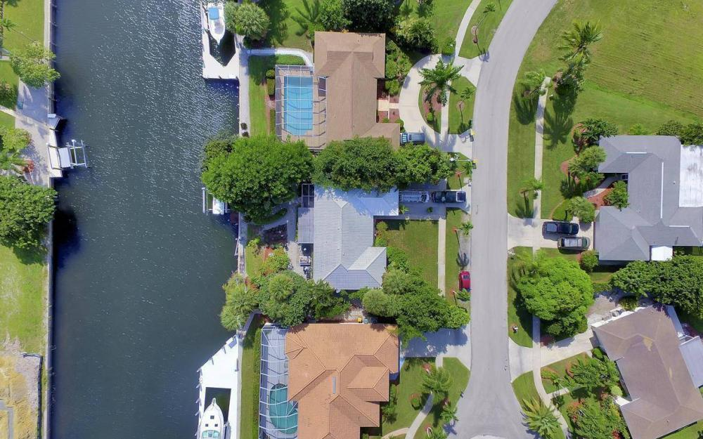 829 Saturn Ct, Marco Island - Home For Sale 1070501036