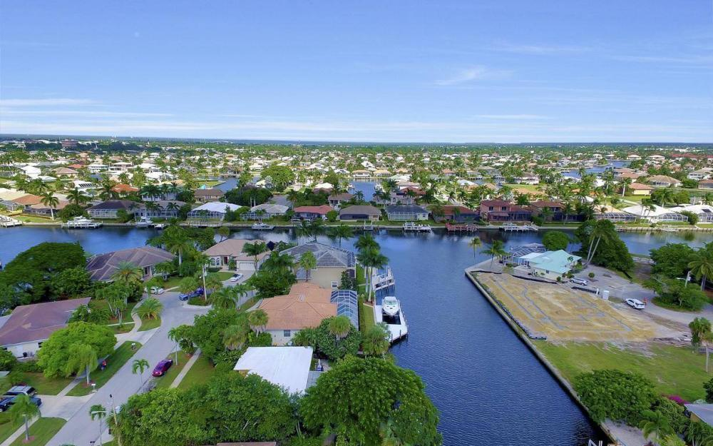 829 Saturn Ct, Marco Island - Home For Sale 1083413268