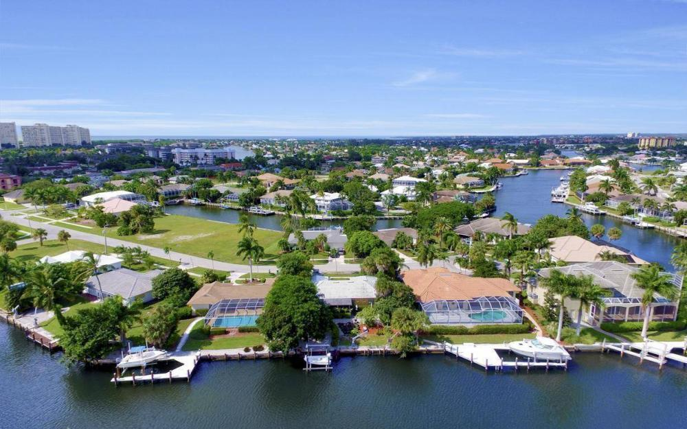 829 Saturn Ct, Marco Island - Home For Sale 1725022701