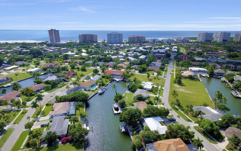 829 Saturn Ct, Marco Island - Home For Sale 663081029