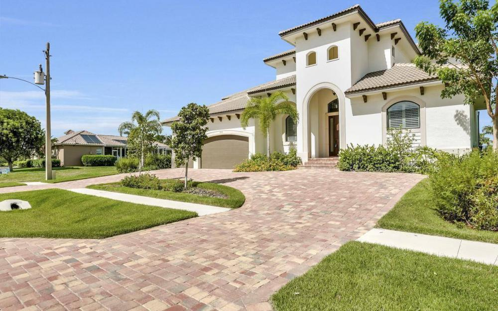 1812 Maywood Ct, Marco Island - Home For Sale 239033407