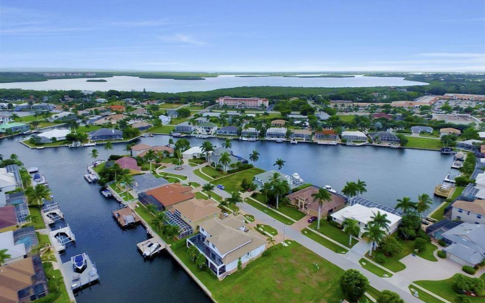 1812 Maywood Ct, Marco Island - Home For Sale 1903811369