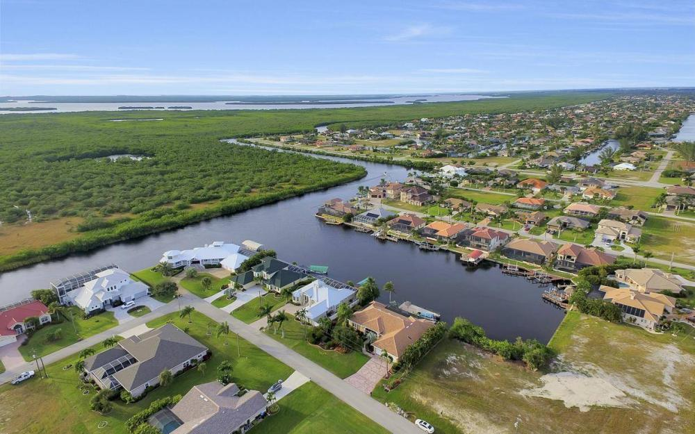 2813 SW 43rd Ln, Cape Coral - Home For Sale 2047904323