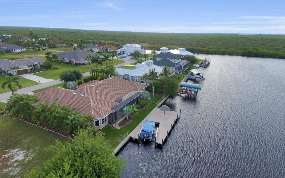 2813 SW 43rd Ln, Cape Coral - Home For Sale 320025598