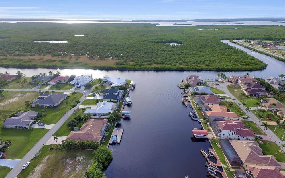 2813 SW 43rd Ln, Cape Coral - Home For Sale 310110621