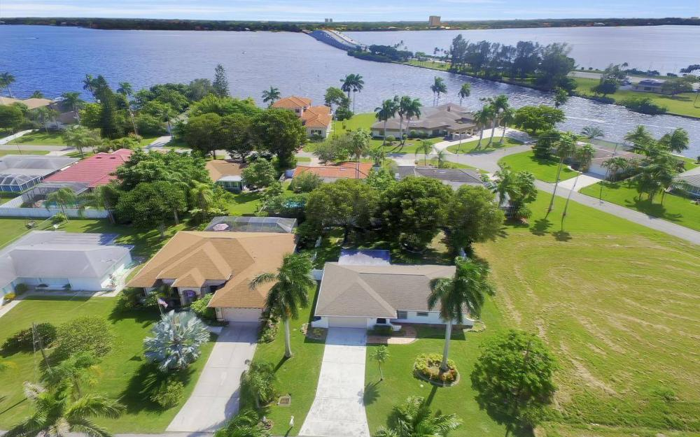 4637 SE 20th Ave, Cape Coral - Home For Sale 1198978984