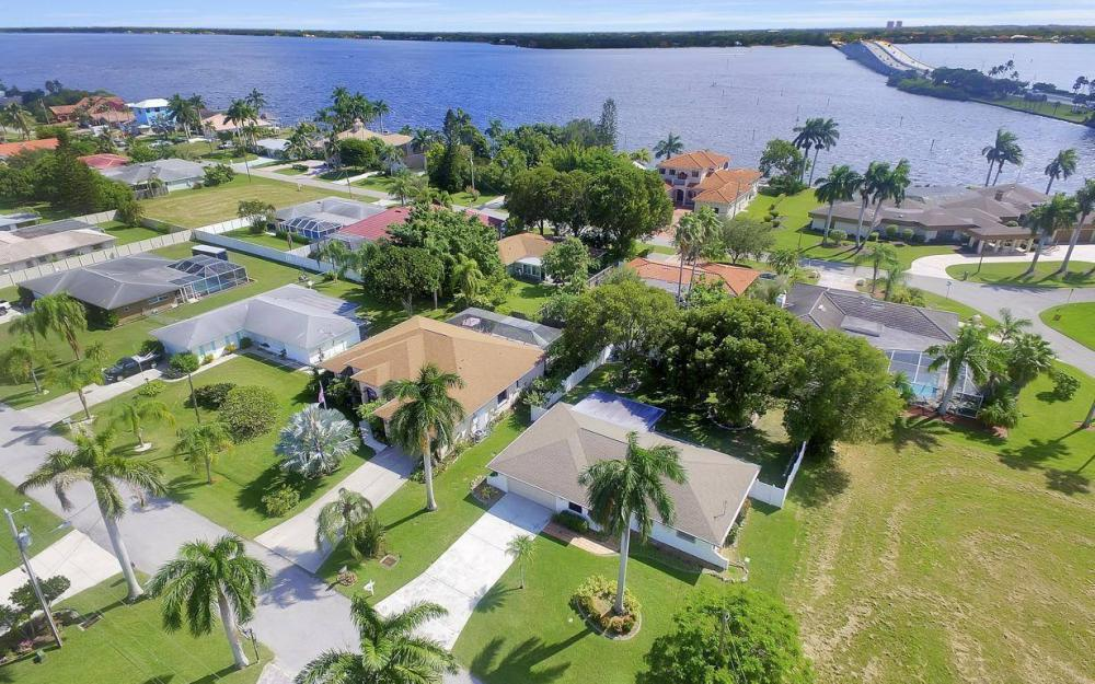 4637 SE 20th Ave, Cape Coral - Home For Sale 188284387