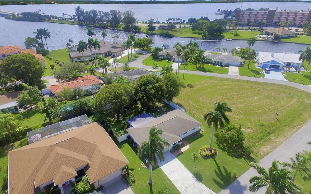4637 SE 20th Ave, Cape Coral - Home For Sale 2070297098