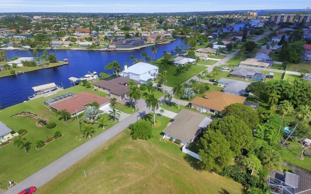 4637 SE 20th Ave, Cape Coral - Home For Sale 2062830445