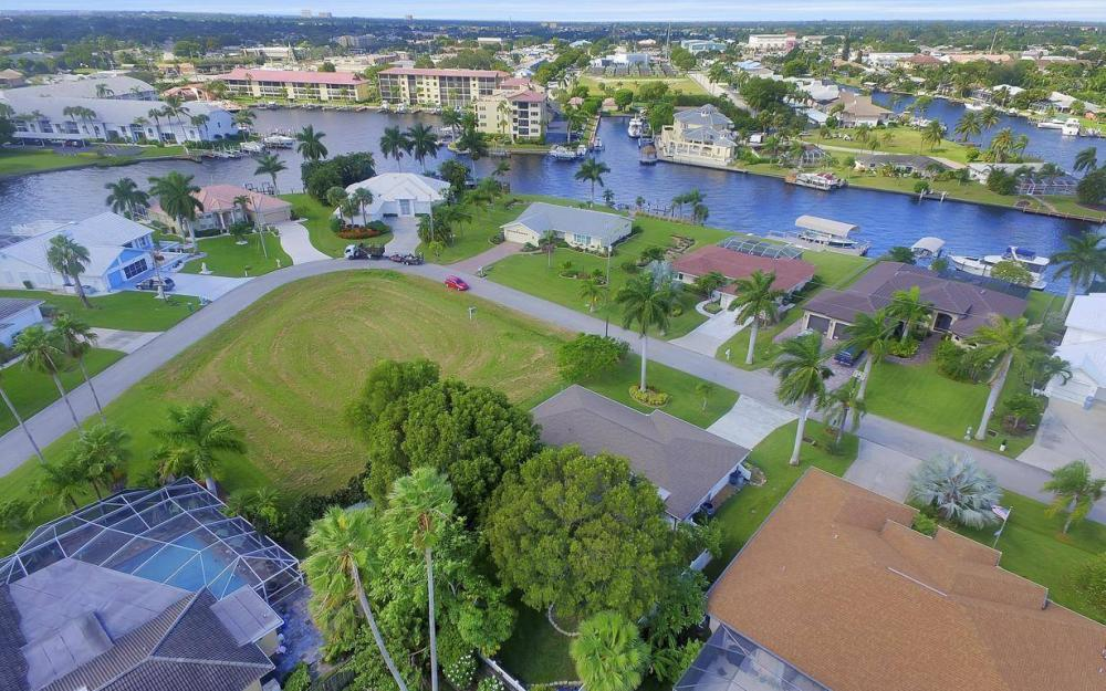 4637 SE 20th Ave, Cape Coral - Home For Sale 543881933