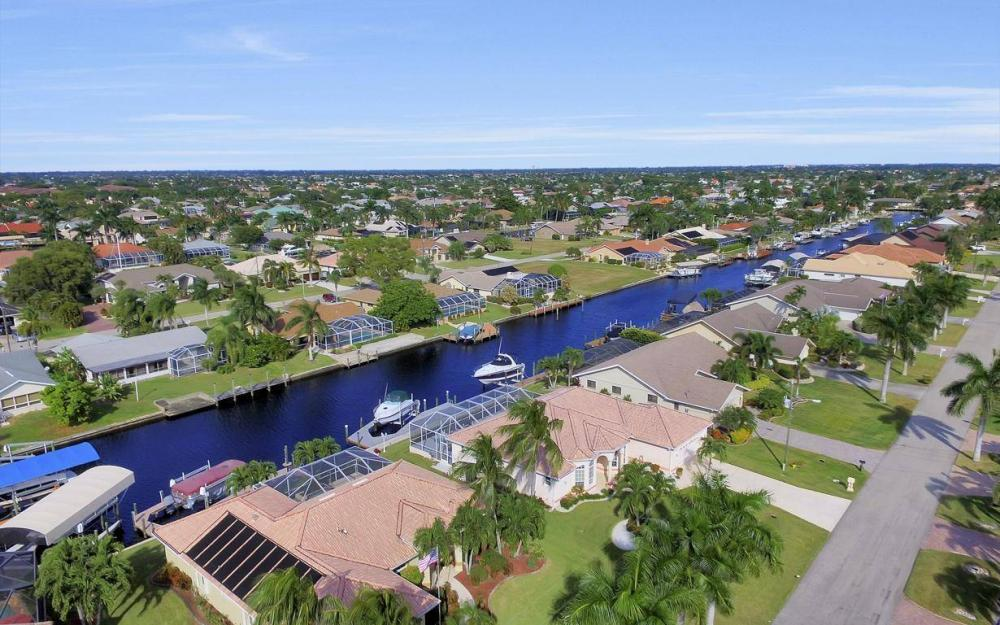 1529 SW 54th Ter, Cape Coral - Home For Sale 513312301