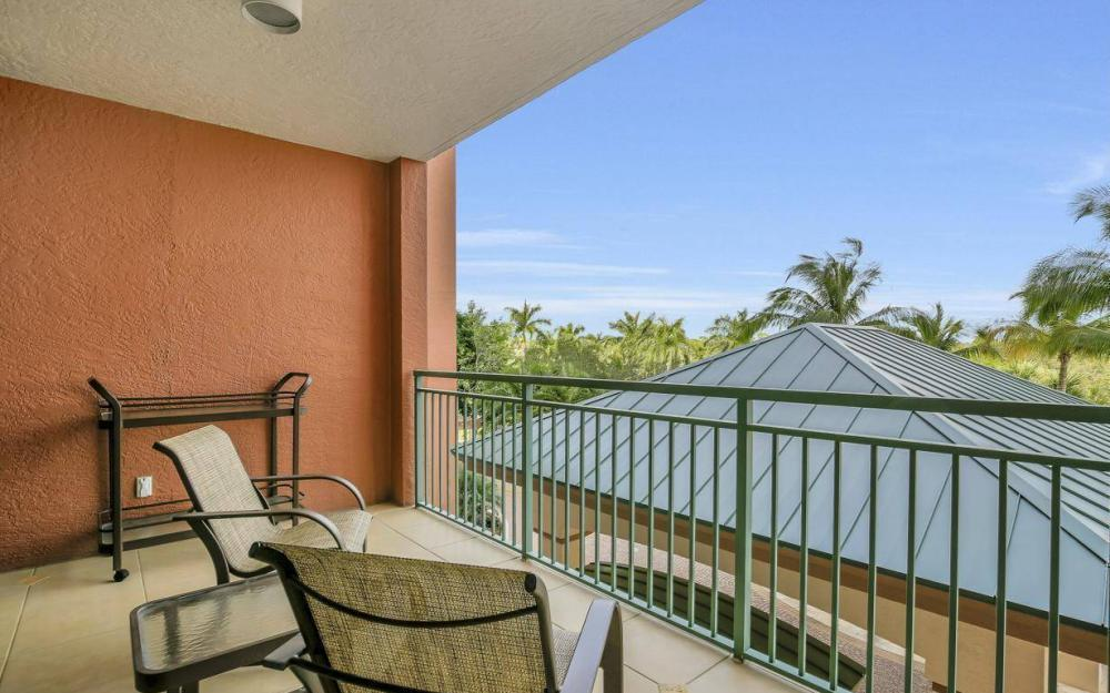445 Cove Tower Drive #402, Naples - Condo For Sale 1998299375