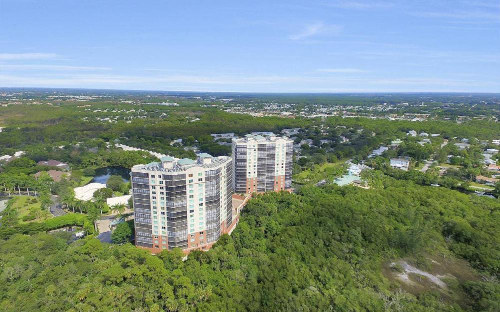 445 Cove Tower Drive #402, Naples - Condo For Sale 1000120512