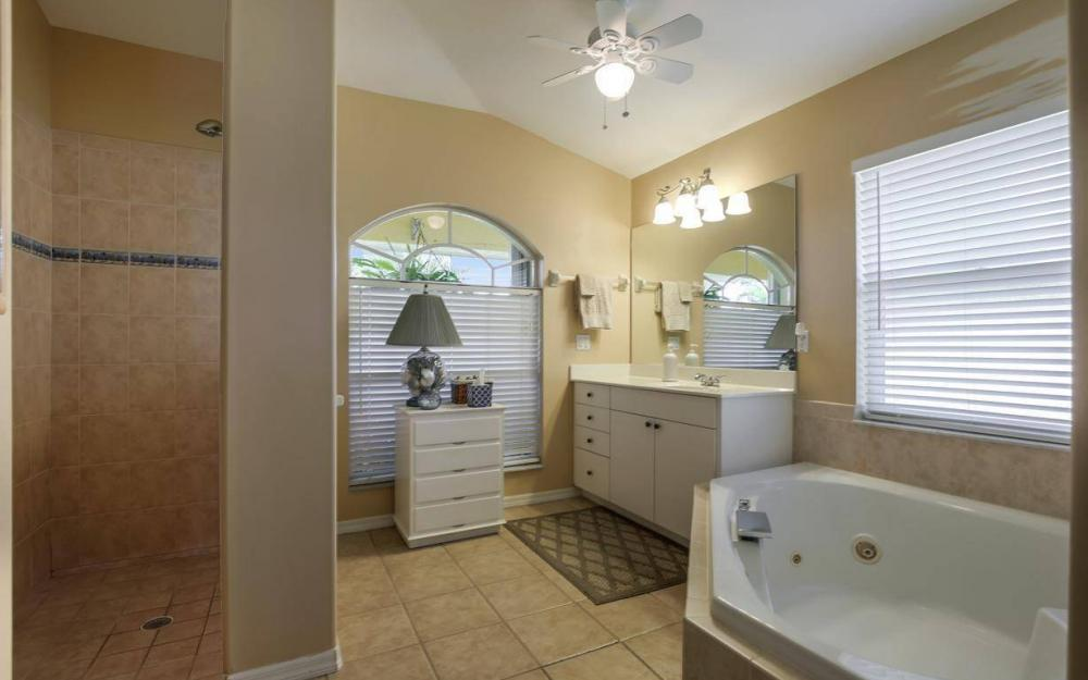 523 NW 35th Pl, Cape Coral - Home For Sale 185727081