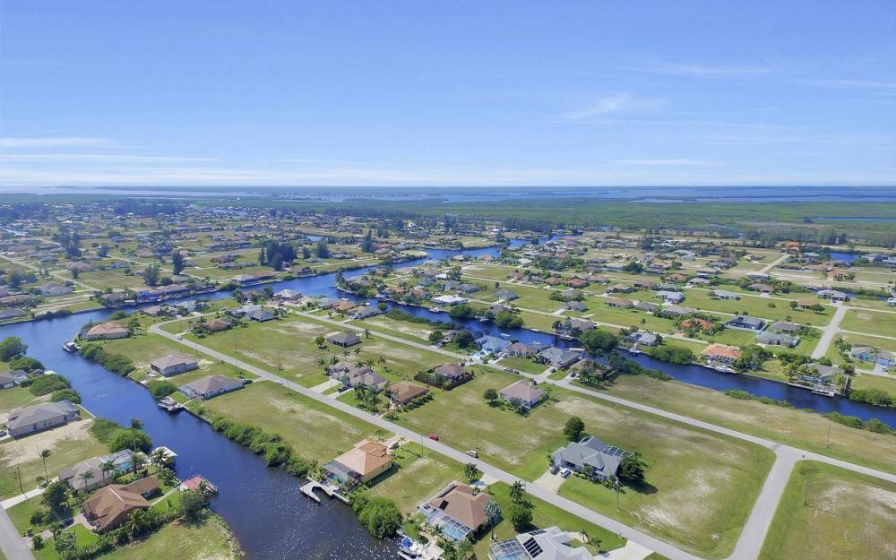 523 NW 35th Pl, Cape Coral - Home For Sale 1383650022