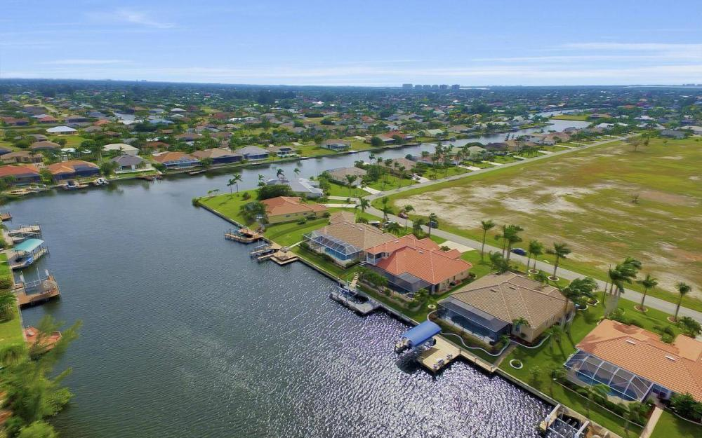 2633 SW 43rd Terrace, Cape Coral - Home For Sale 1074204989