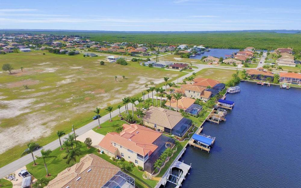 2633 SW 43rd Terrace, Cape Coral - Home For Sale 452319167